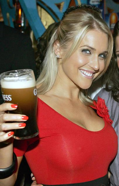 hotchick_beer32